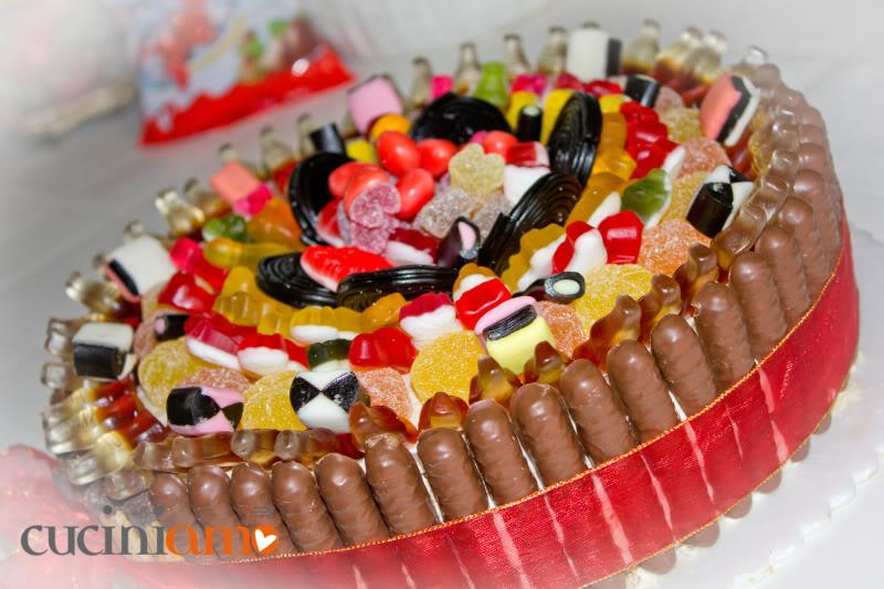 Decorazione velocissima per torte torta di caramelle for Decorazione halloween ponte di san francisco
